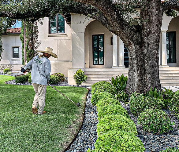 Landscape-Bed-Maintenance-&-Weed-Control1